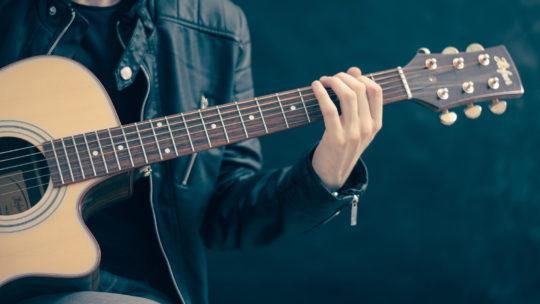Quels sont les accessoires de guitare pour débutant?